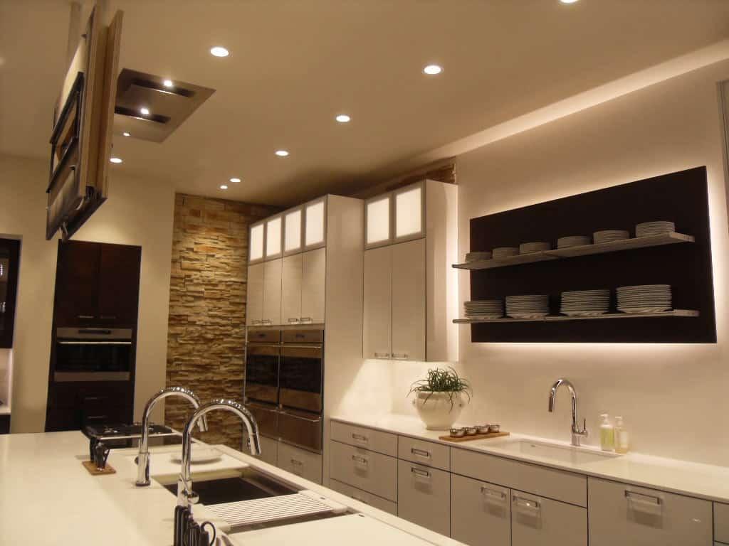 Потолочное освещение кухни фото